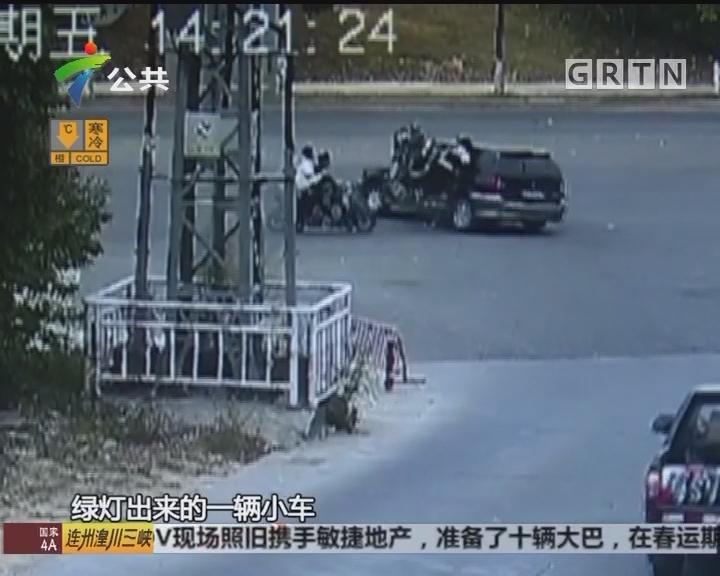 东莞:大街上飙车 摩托车发生碰撞