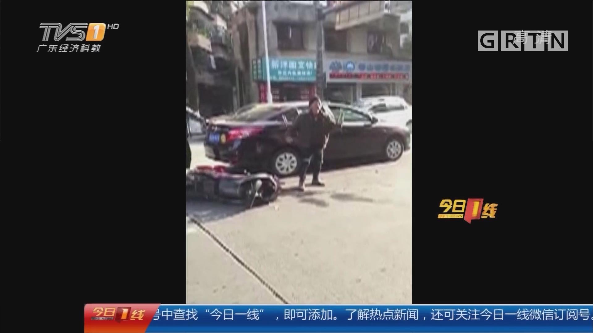 中山东区:两车相撞后 电动车车主当街尬舞