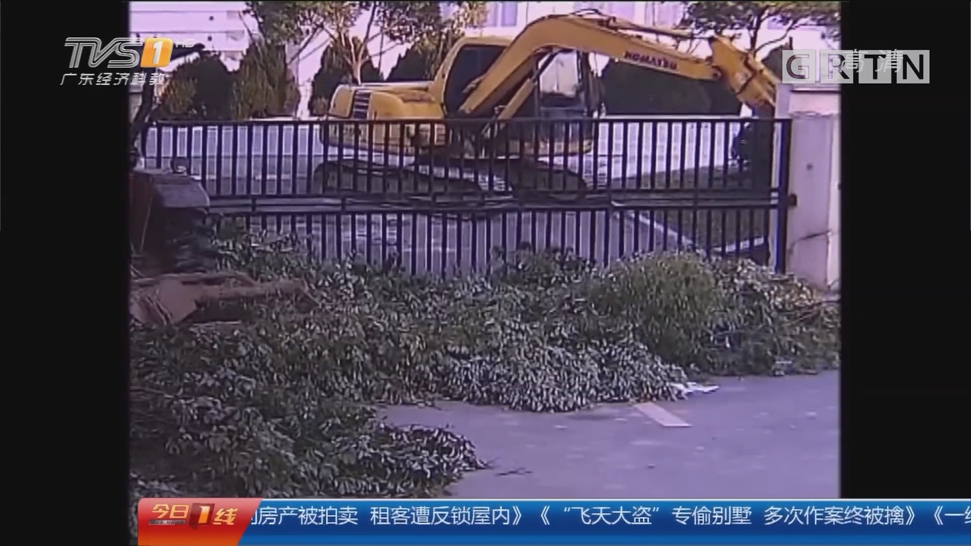 """江苏苏州:""""熊孩子""""偷开挖掘机 过了瘾闯了祸"""