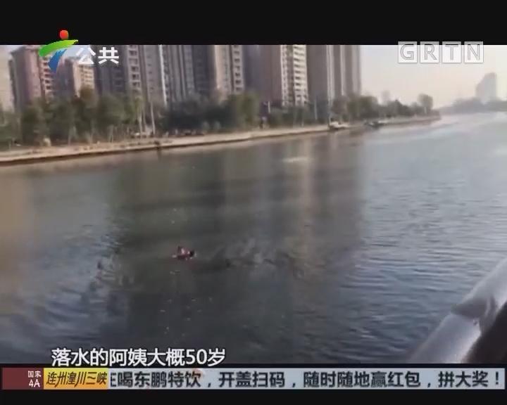 中山:跑友清晨偶遇女子跳河 众人出手相救