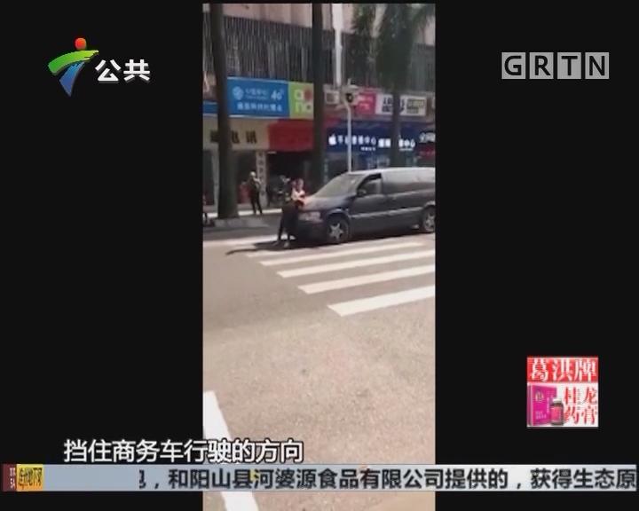 女子同事:男子停车不缴费 同事手机拍摄引发矛盾