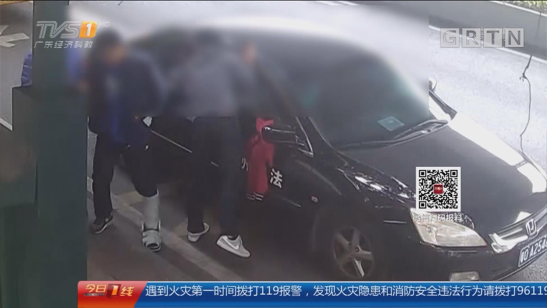 广州:女子候车被抢项链 民警绑石膏追贼