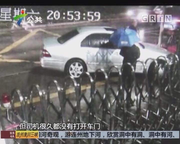 """深圳:醉驾司机""""自投罗网"""" 开车撞上交警门柱"""