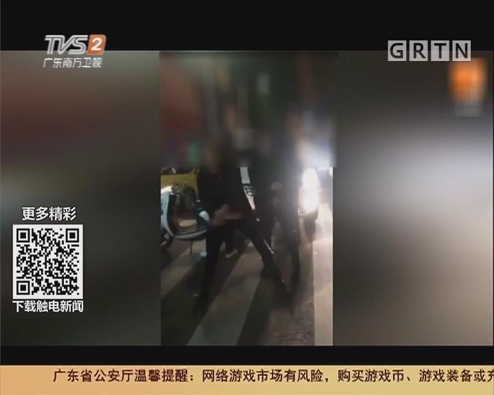 广西南宁:两男子车祸现场疯狂尬舞
