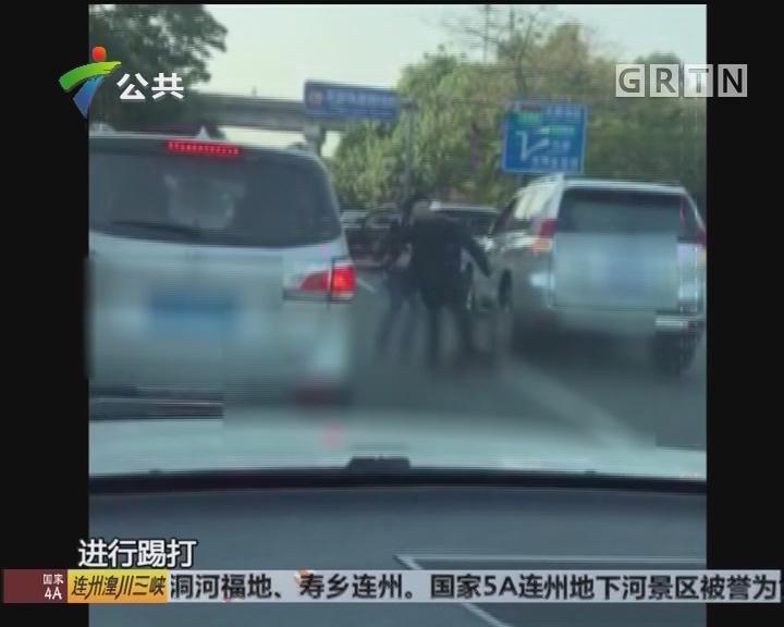 东莞:疑因追尾事故 司机动手打人