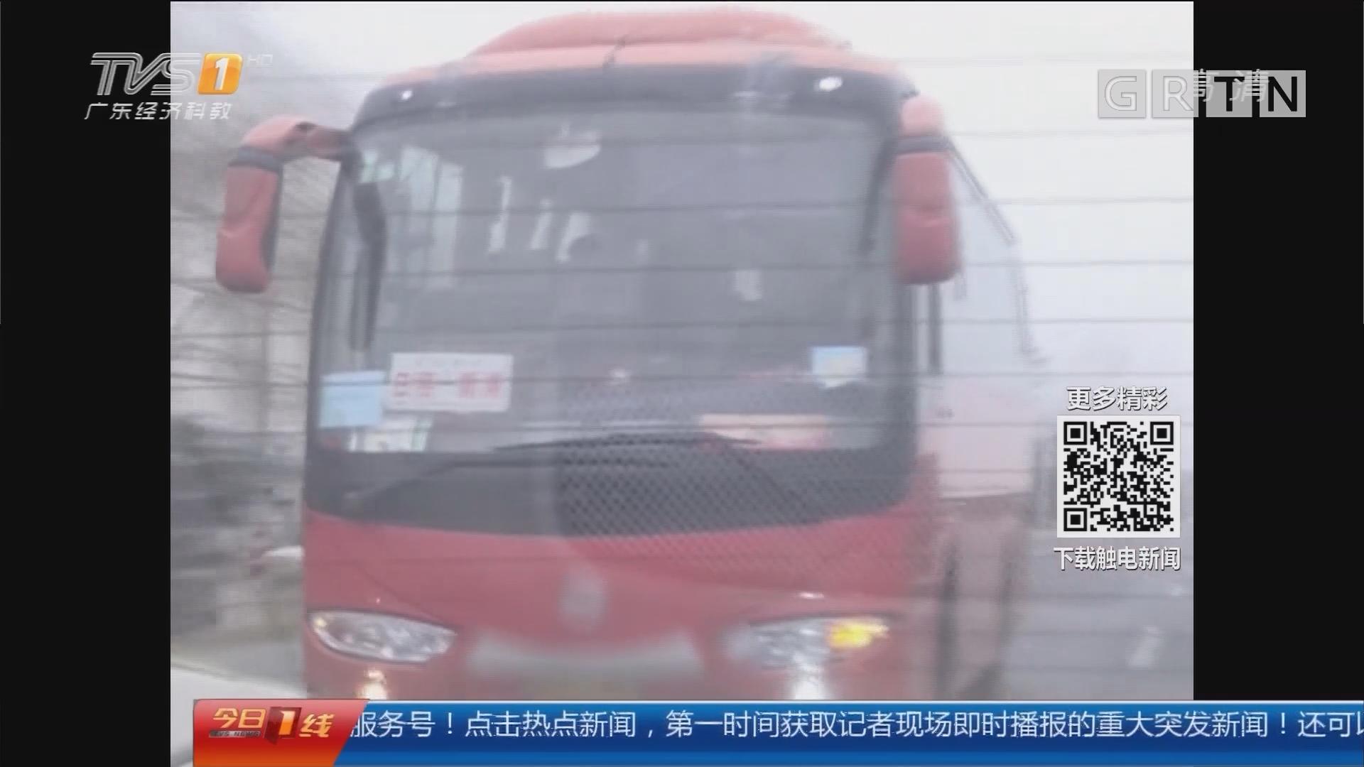 """江苏连云港:""""路怒症""""司机 国道狂飙逼停轿车"""