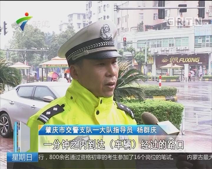 肇庆:男子被蛇咬伤 交警伸出援手