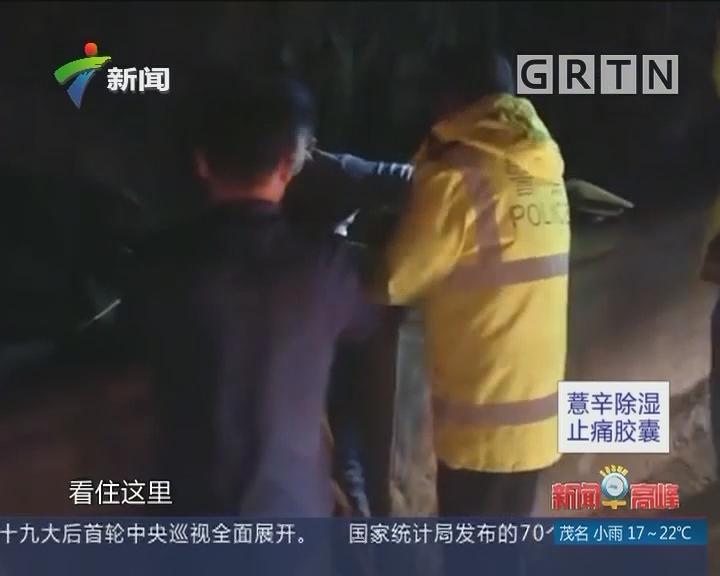 清远:男子高速下车解手不慎坠桥 交警急施救