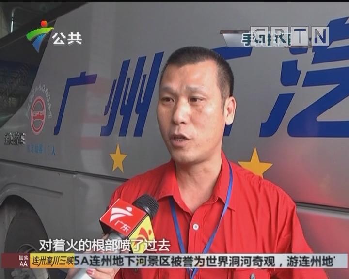 增城:货车路边自燃 公交司机接力救火