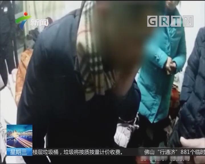 江苏镇江:男子酒后上错床 民警搀扶送回家