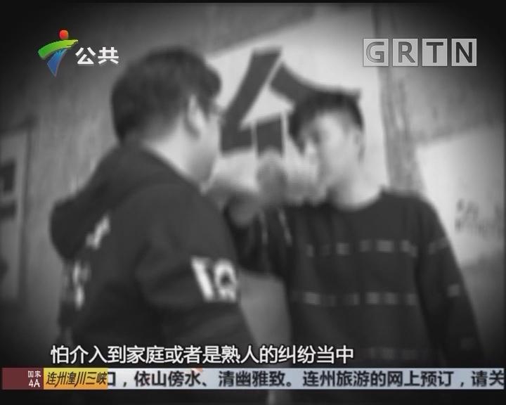 深圳:醉酒男当街性骚扰 热血街坊一招放倒
