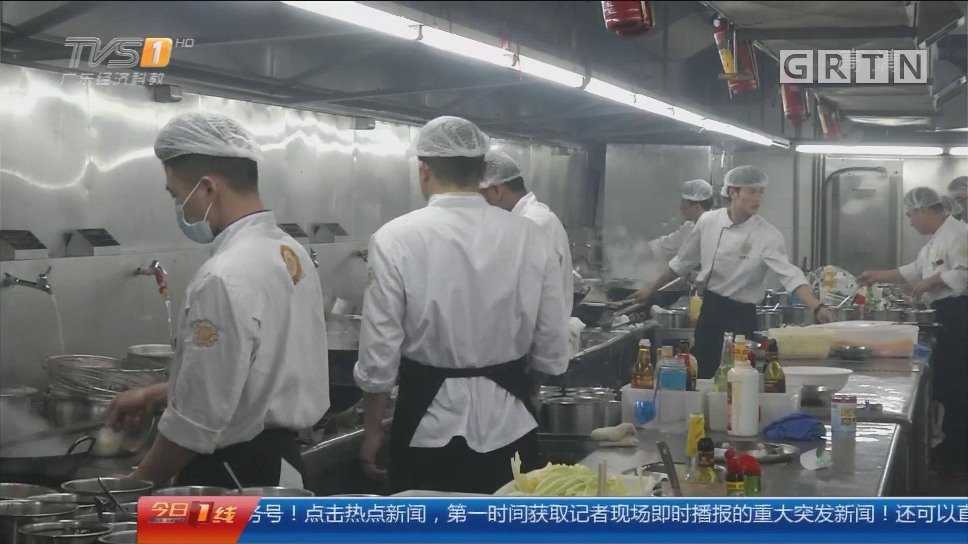 新春特别策划:爱之独白 饭店春节热闹非凡 饭店人难以归家
