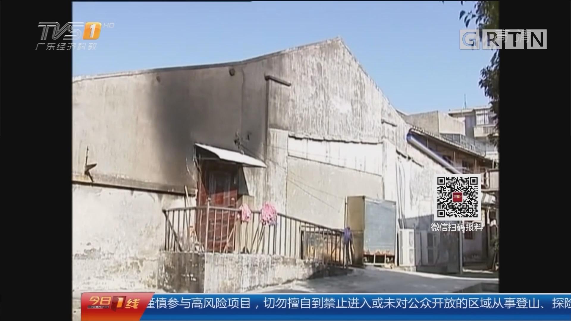 """江苏常熟:""""熊孩子""""放烟花 引发火灾"""