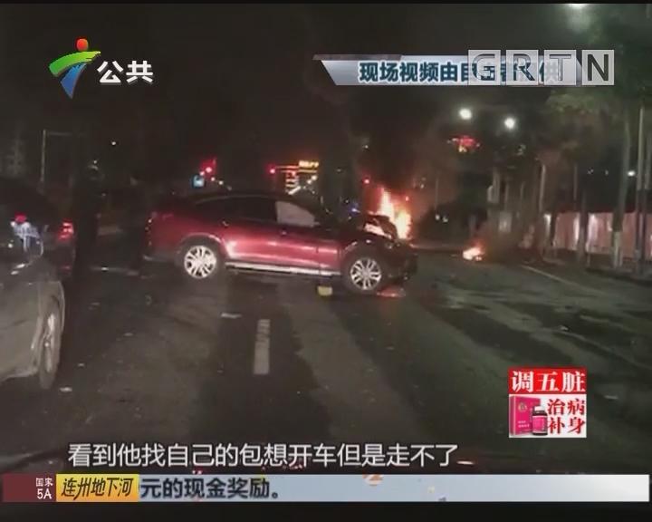 南海:面包车凌晨起火 公安消防紧急救援