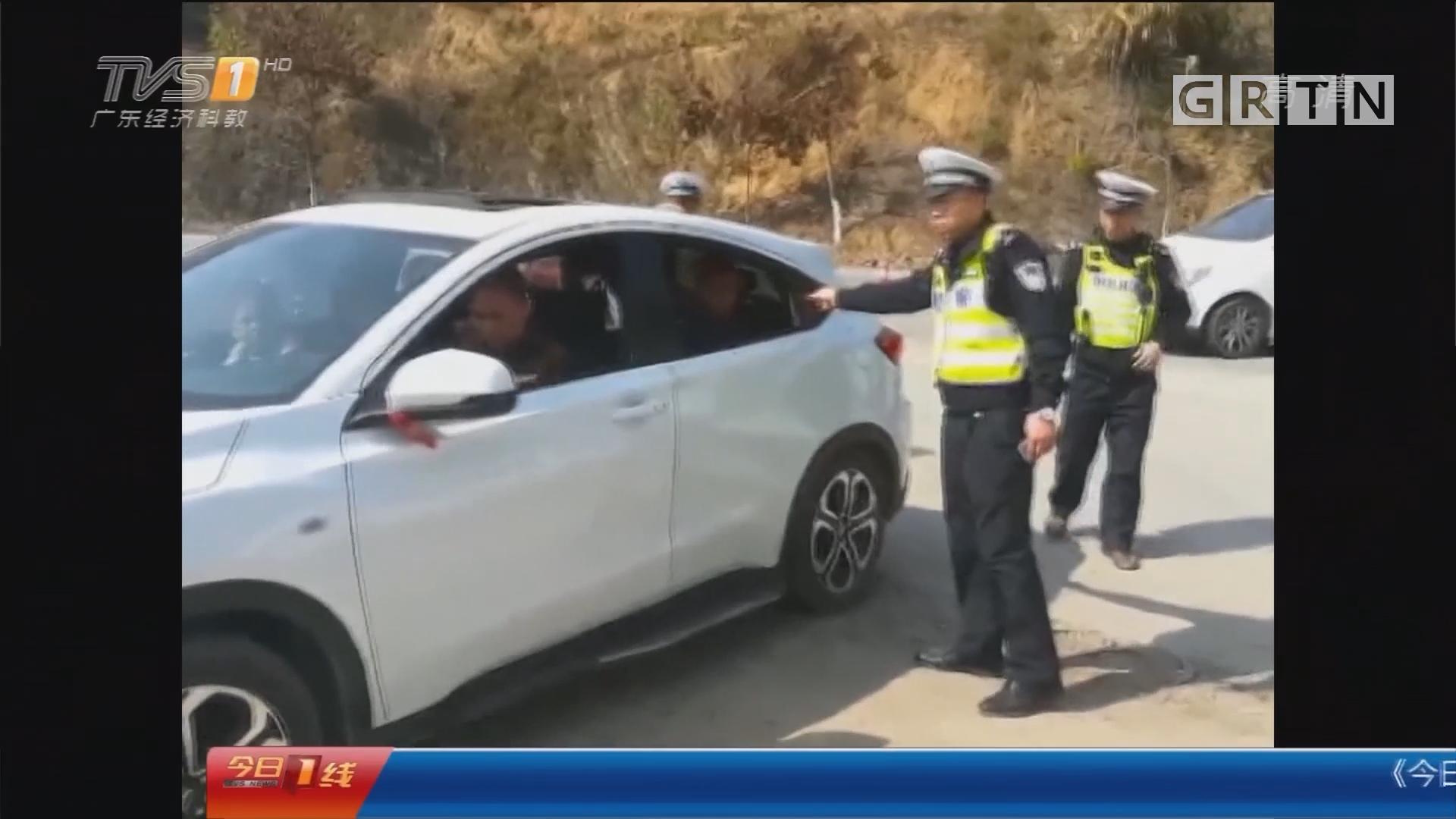 广西:严重超载 4名小孩被塞进后备箱