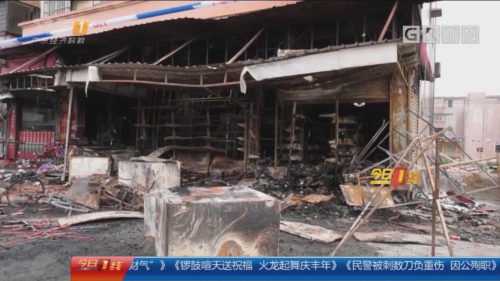 江门台山:超市门口爆竹被引燃 店铺燃起大火
