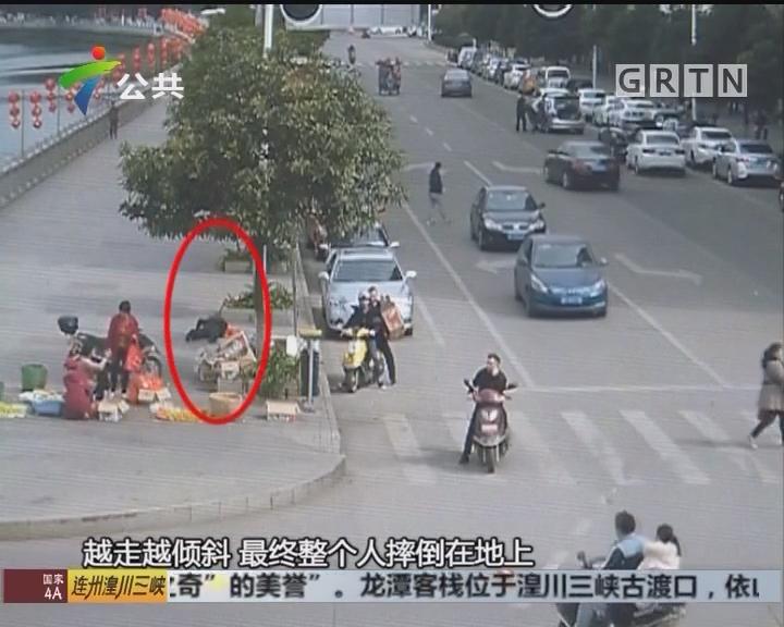 韶关:老人不慎摔倒 街坊民警热心扶救