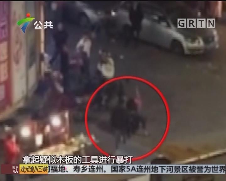 肇庆:男子遭遇围殴 倒地不起