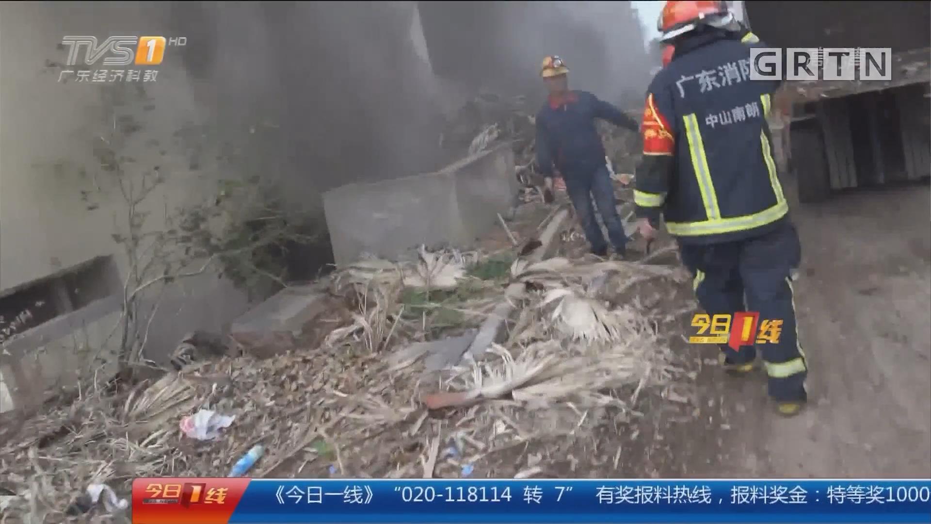 中山:荒废酒店起火 地下室浓烟滚滚