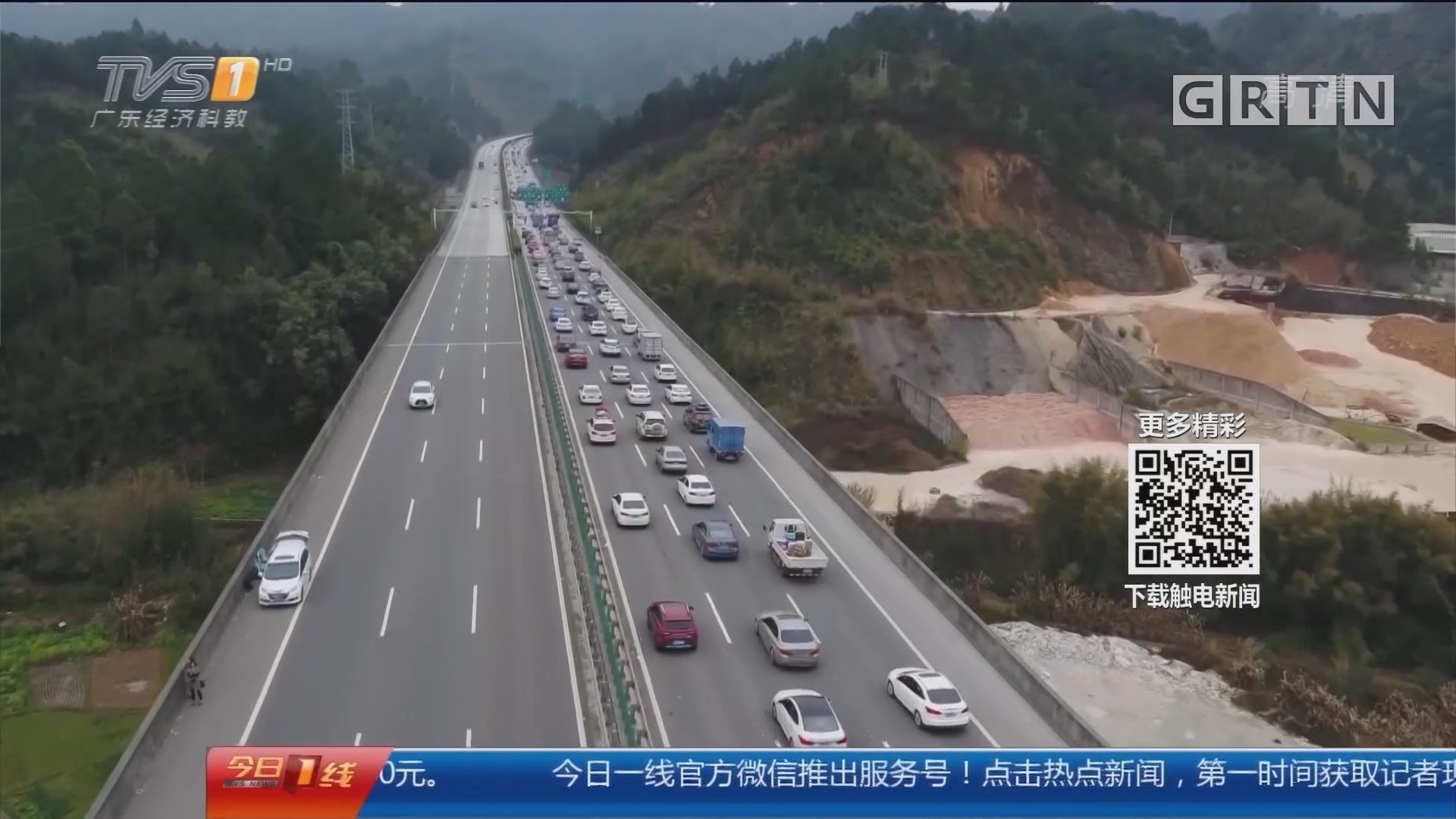 直击回程高峰:二广高速 堵堵堵!航拍数十公里拥堵车龙