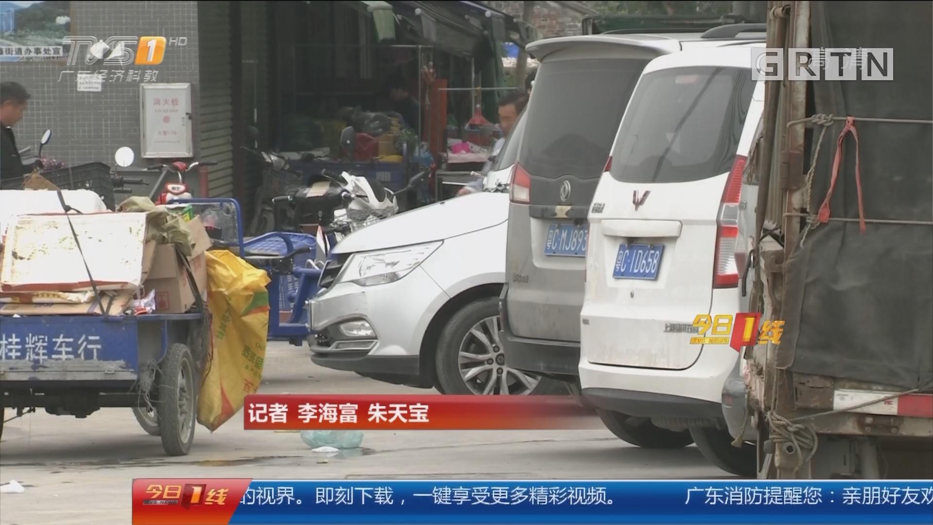 """珠海金湾:停车场内玩""""漂移""""? 连撞4车"""
