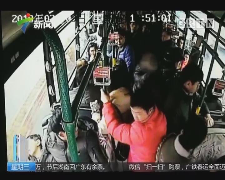 """杭州:姑娘公交遇""""咸猪手"""" 奋起反抗"""