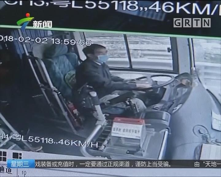 当街拦公交:公交车当街被拦停 司机紧急送病人