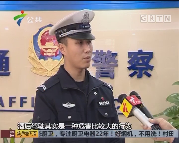 珠海:男子无证酒驾被查 头撞铁门行为怪异