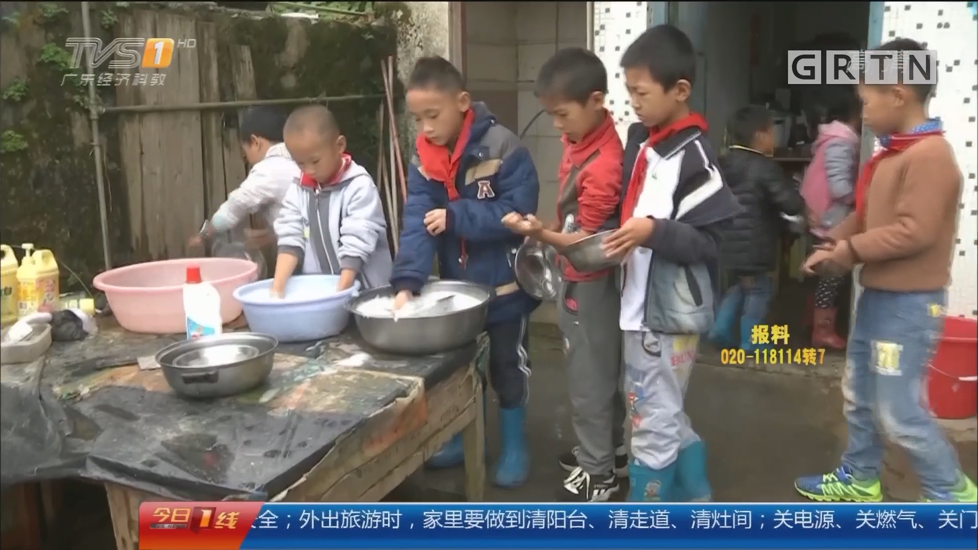 除夕特别节目:2017的那些感动 爱心厨房 免费为留守学生提供午餐