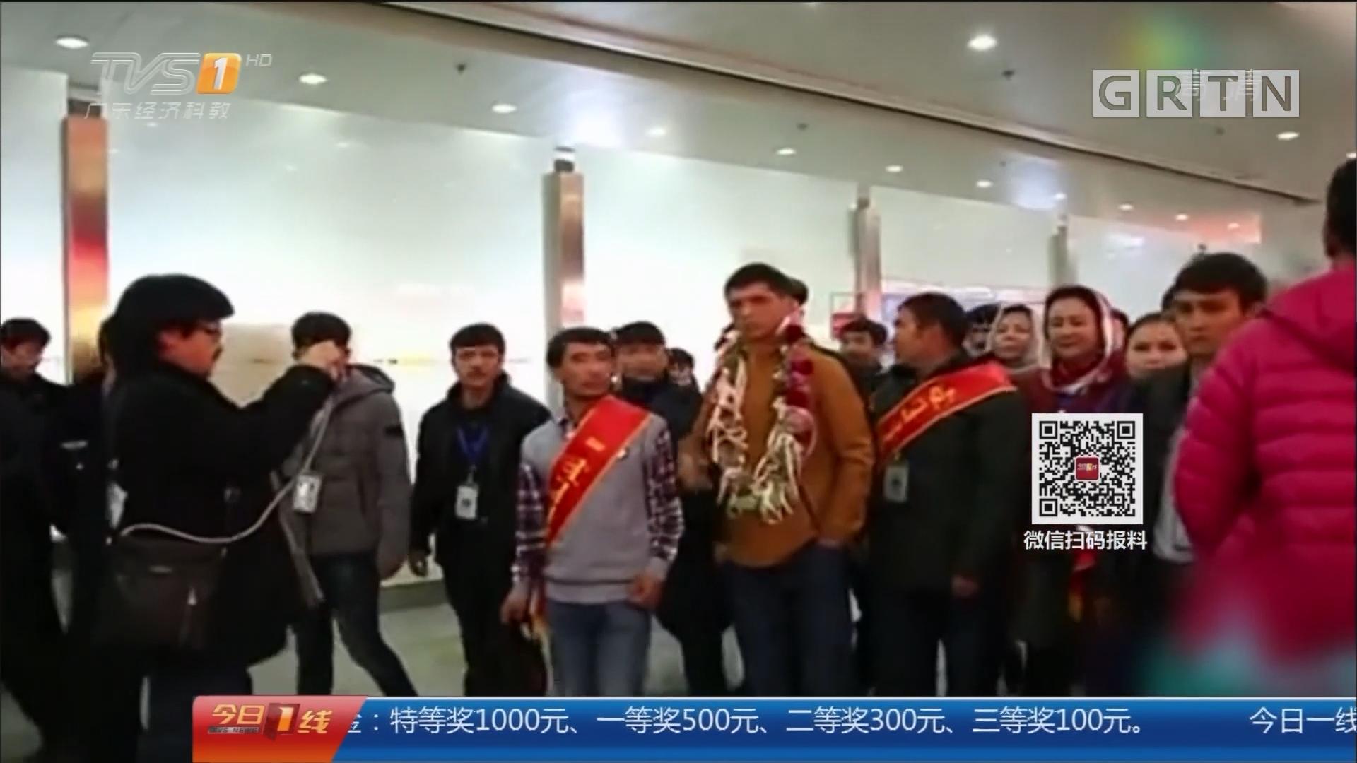 """除夕特别节目:2017的那些感动 新疆小伙开平""""探亲"""" 报14载养育之恩"""