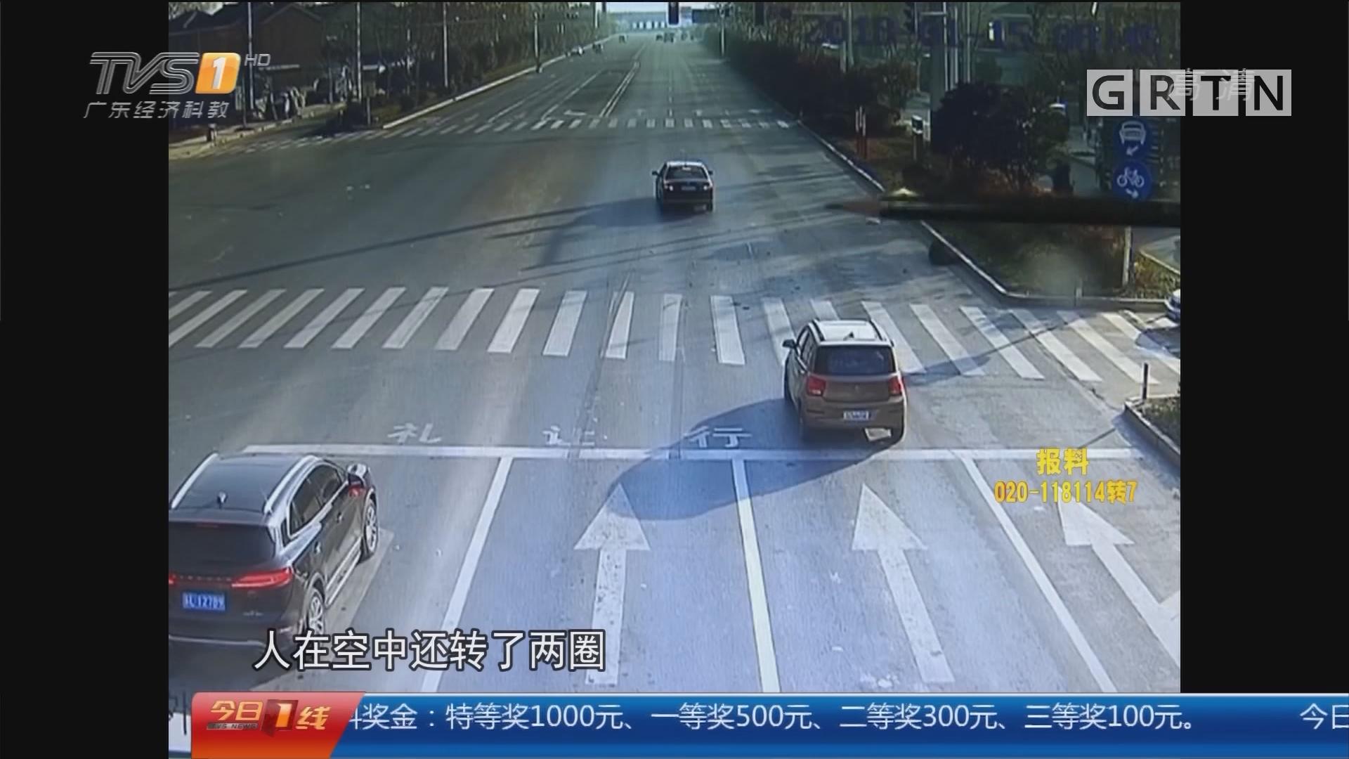 江苏镇江:闯红灯被撞 女子空翻两周落地