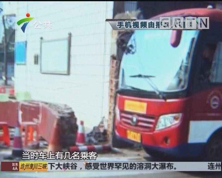 佛山:公交撞倒校门 幸无人员伤亡