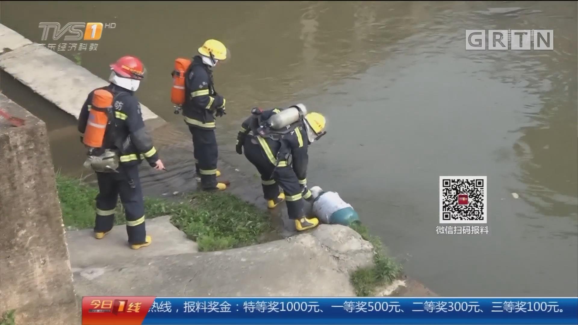 肇庆广宁:英勇!消防员肩扛泄漏气罐排险