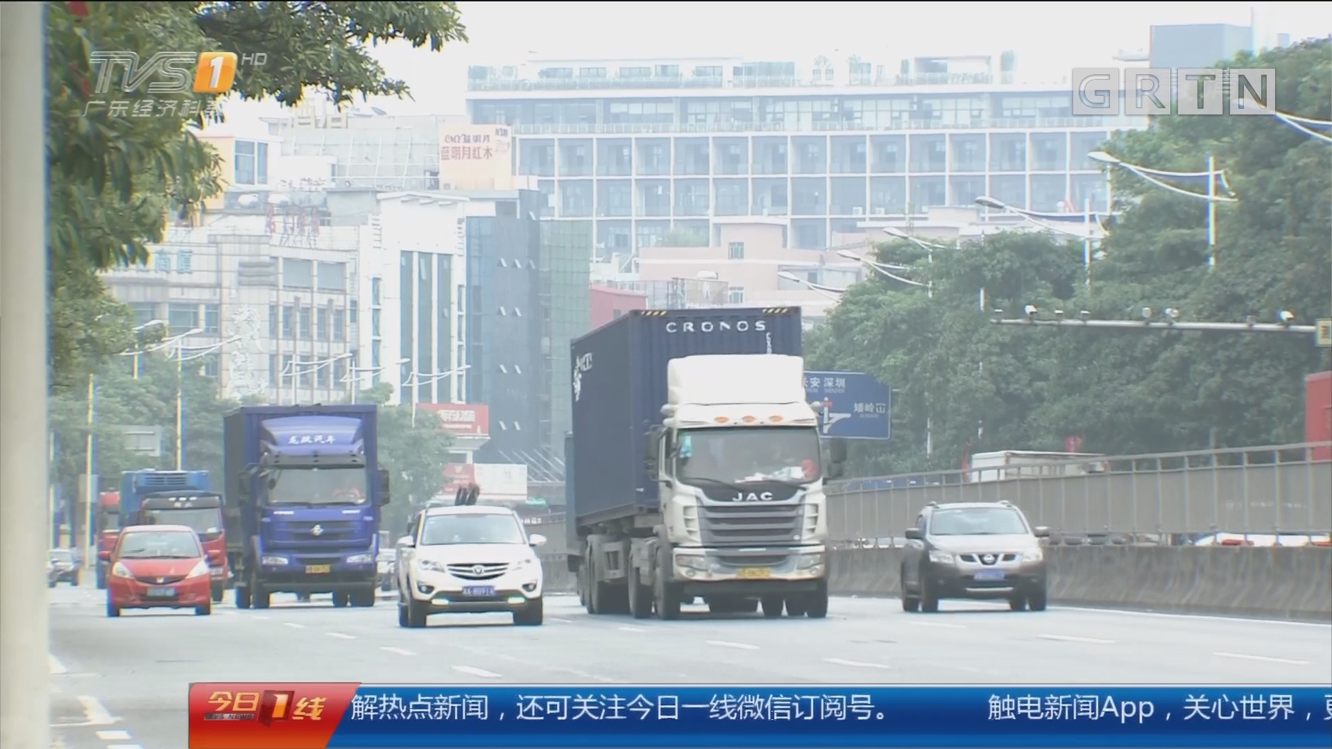 东莞大岭山:男子揭穿碰瓷后 小车遭暴力踢打