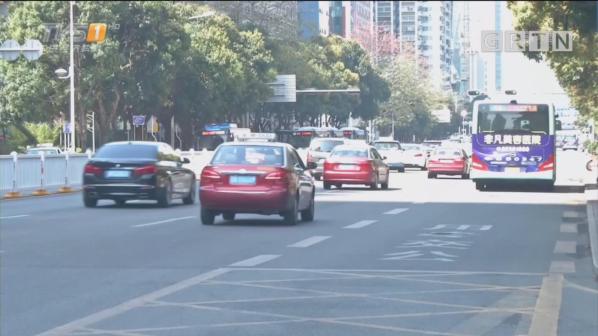 """深圳罗湖:路遇交警的哥""""心怯"""" 跨线躲避反露马脚"""