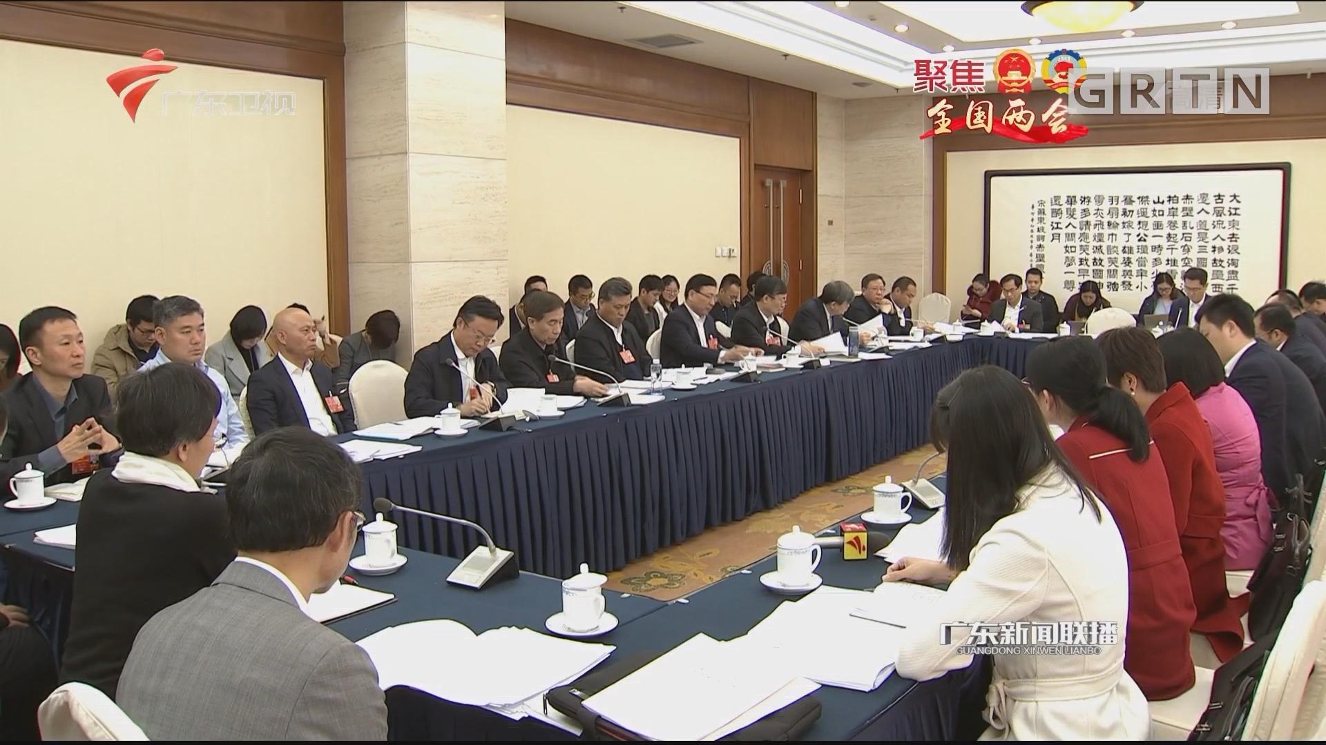 广东代表团召开小组会议 审议宪法修正案草案