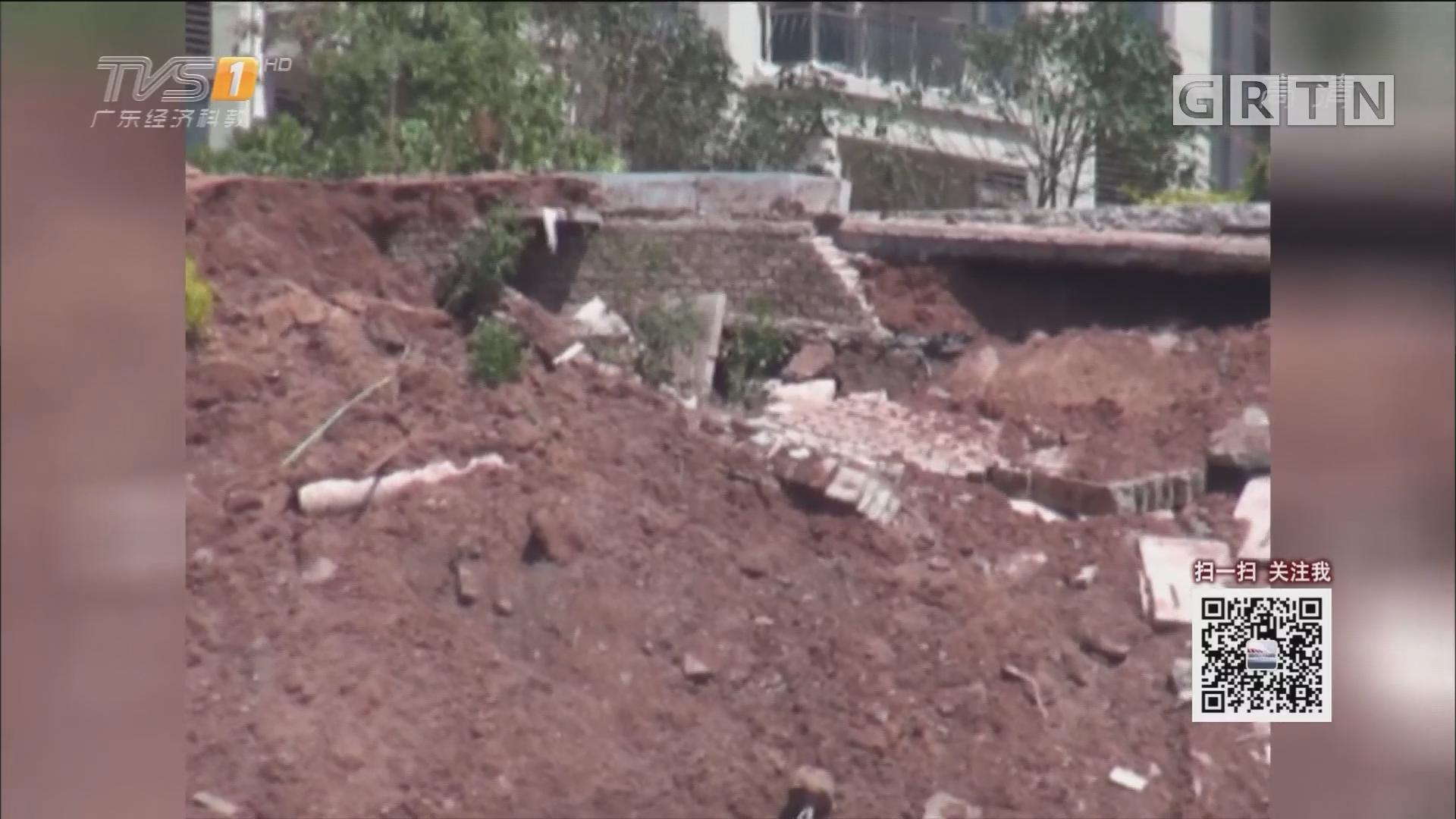 梅州:暴雨后 一楼盘旁山体发生滑坡