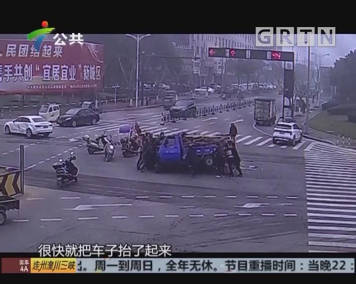 三轮车侧翻两人被压 热心市民齐施救