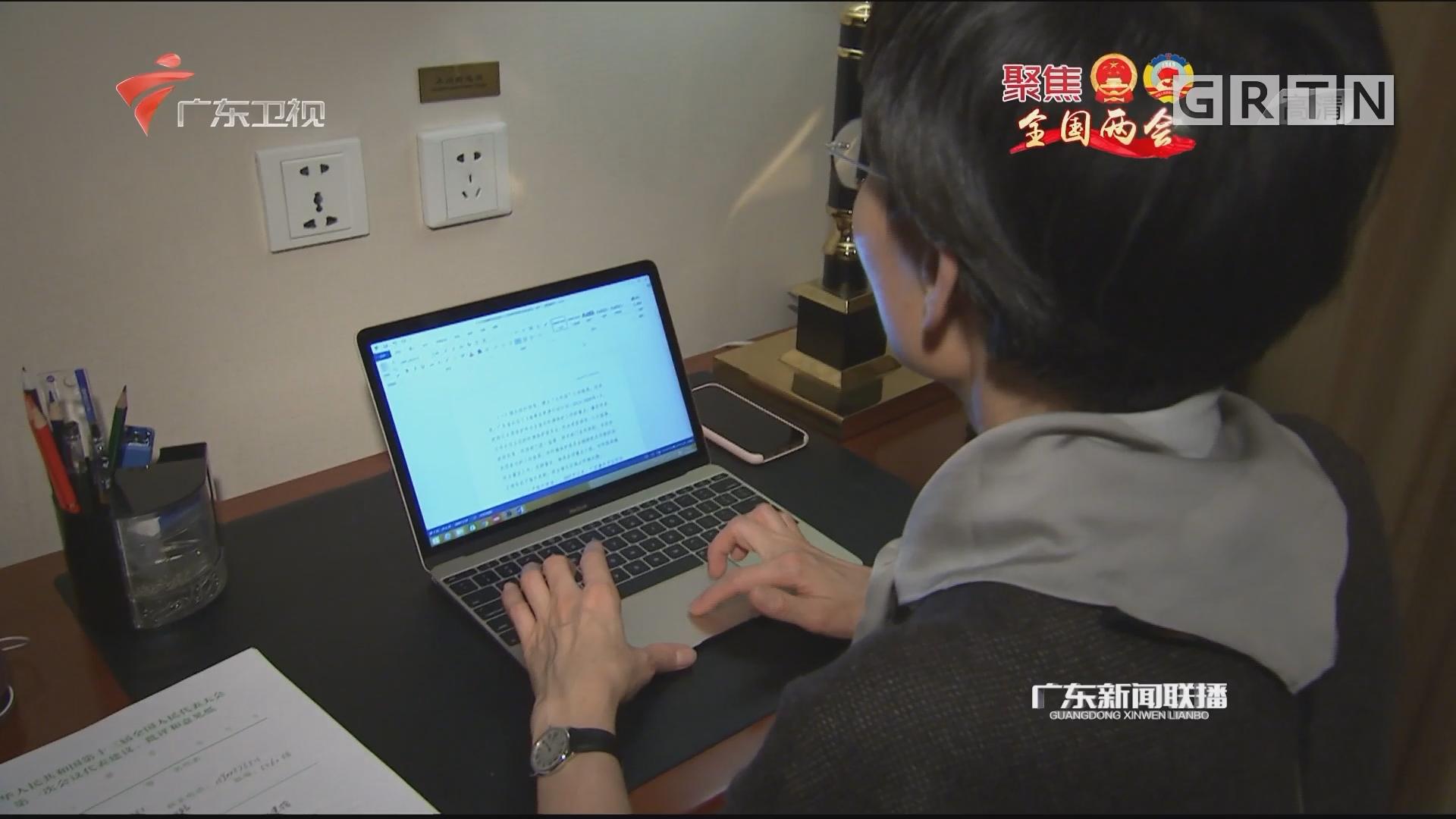 广东代表团共提出代表议案10件 建议428件
