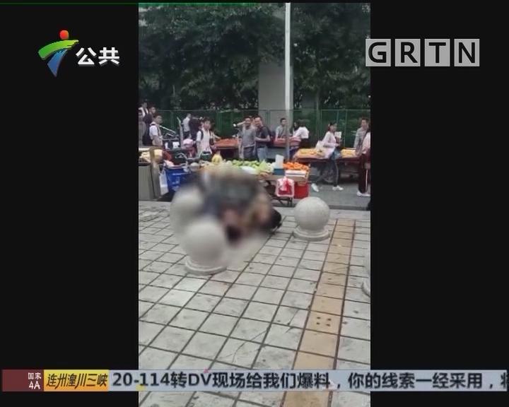 广州:两女小贩出手争摊位 街坊称影响不好