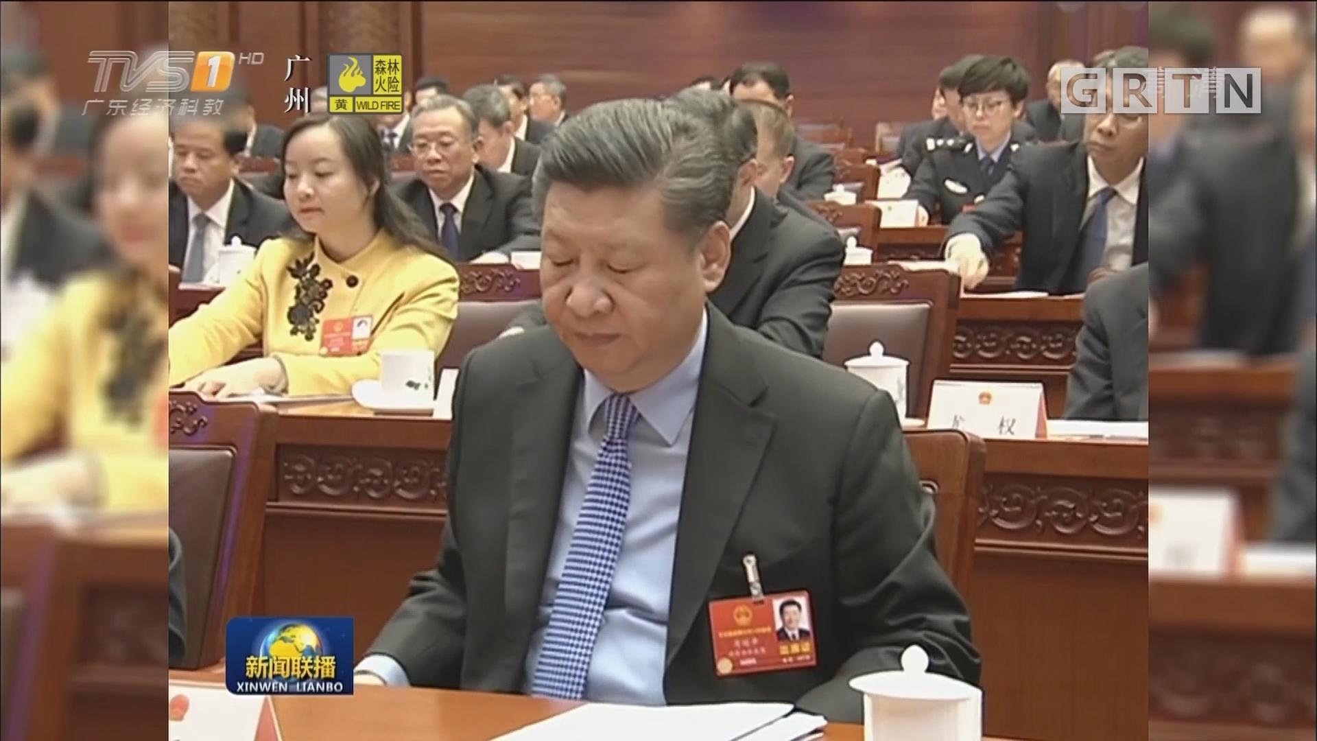 十三届全国人大一次会议主席团举行第三次会议