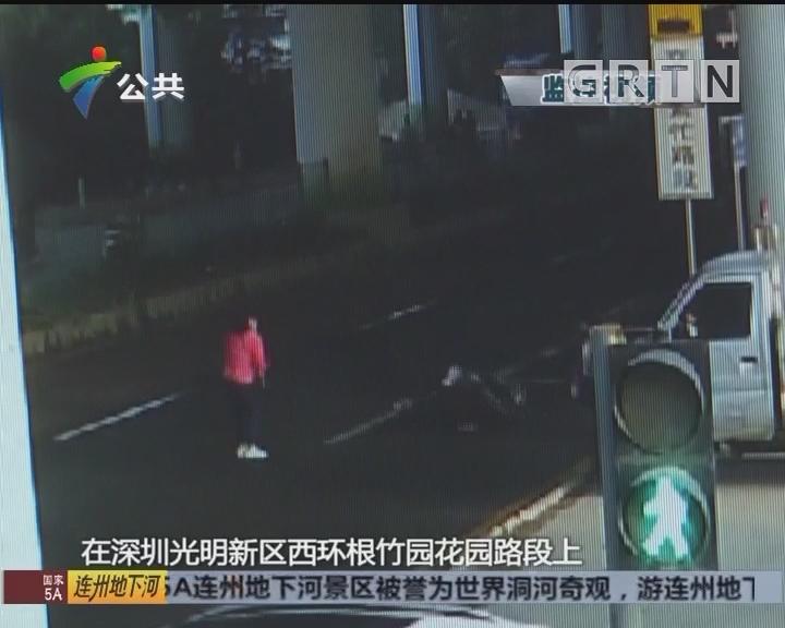 深圳:电动车避让行人倒地 交警提醒莫横穿马路