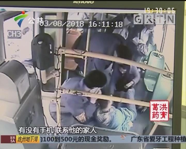 男学生抽搐晕倒 全车动员合力救人