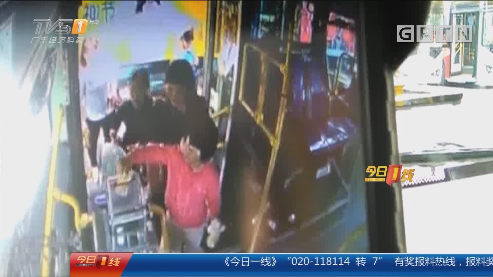 深圳布吉:大意母亲留幼童独乘公交 险酿祸