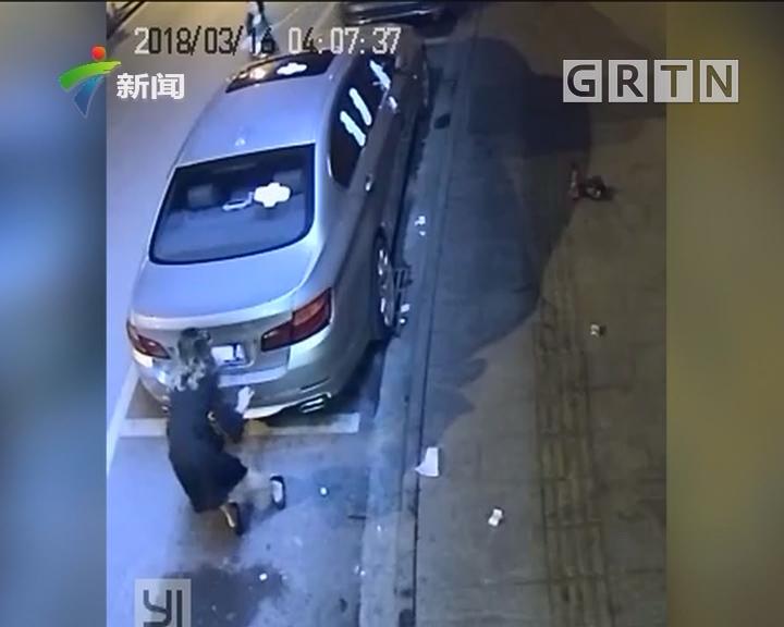 佛山南海:小车被贴女性用品 如此整蛊谁干的?