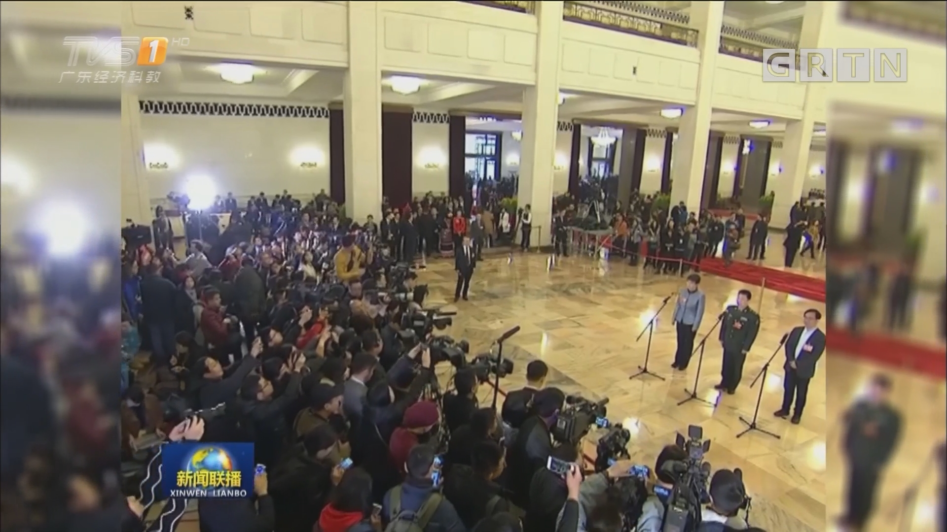 两会委员通道首次开启 中国骄傲振奋人心