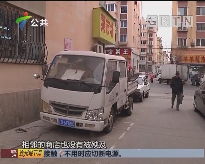"""货车起火 公交司机变身""""灭火哥"""""""