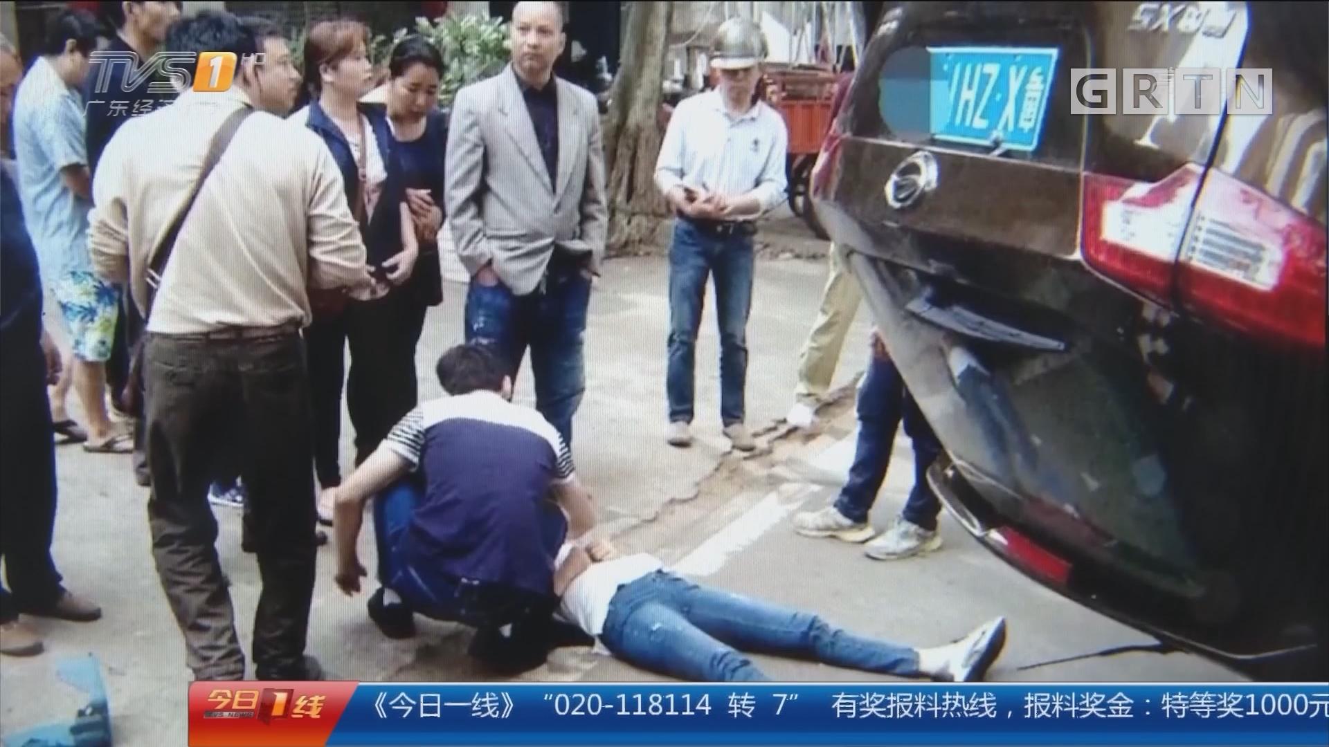 顺德:SUV先撞树再撞单车 有小孩困车内