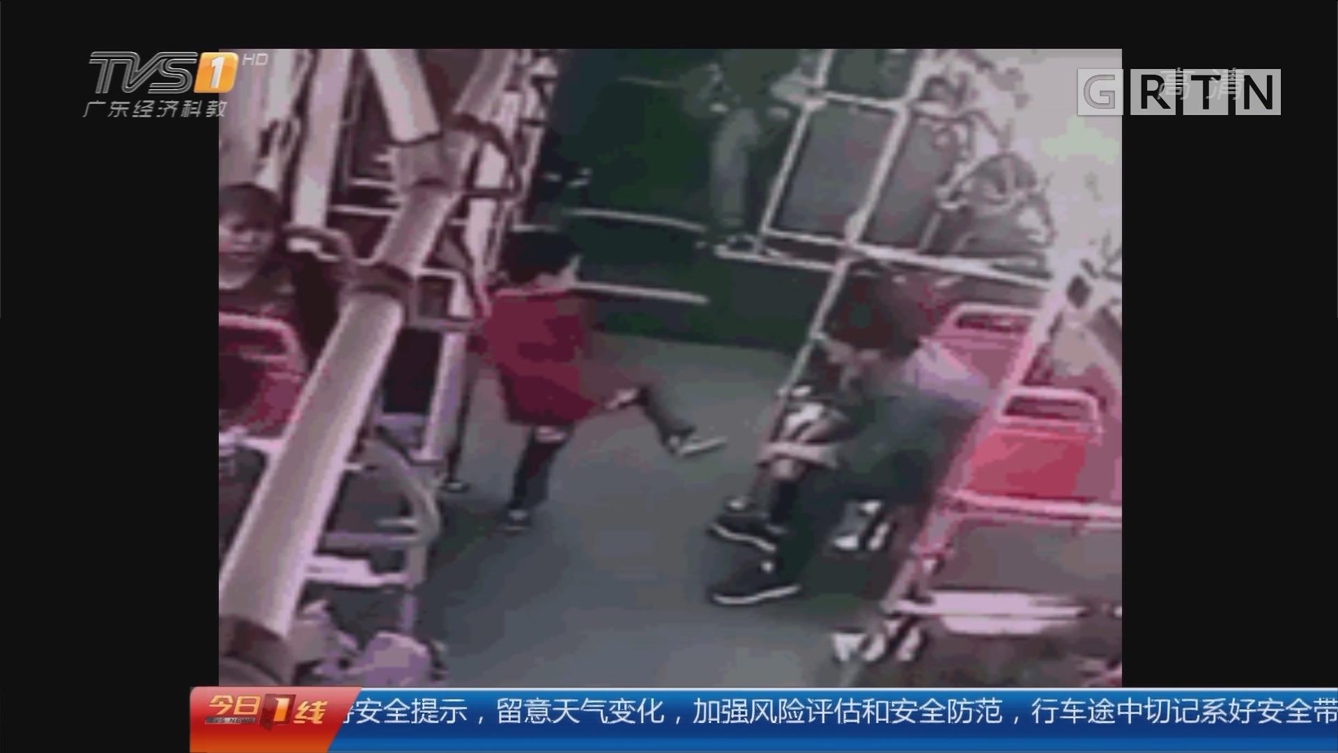 四川遂宁:男童公交上被打 行凶者被拘15日