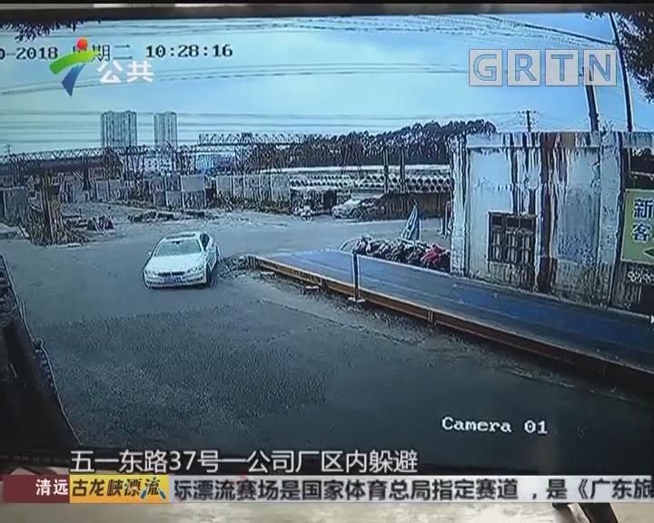 轿车涉嫌套牌 撞开栅栏疯狂逃窜
